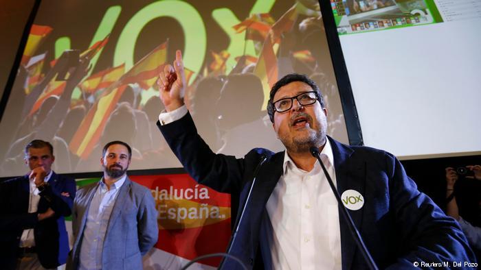 """إسبانيا..الحزب اليميني المتطرف يطالب بترحيل 52 ألف """"حراك"""""""