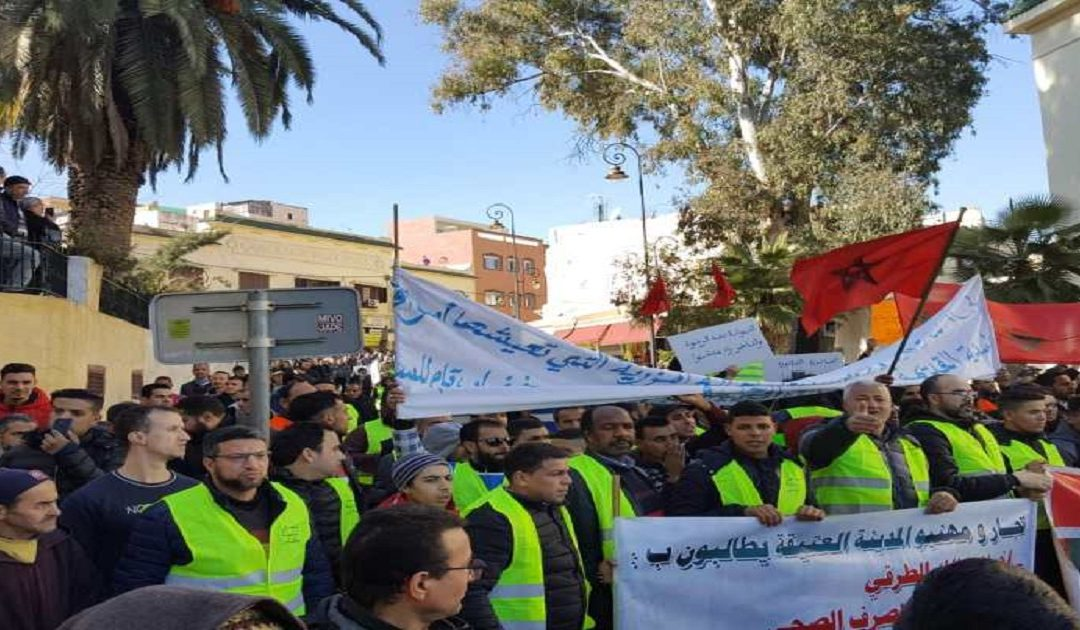 الحكومة تسارع لإحتواء إحتجاجات التجار والمهنيين بعد الإجراءات الضريبية الجديدة