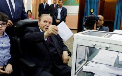 بوتفليقة يدعو الجزائريين إلى تغليب مصلحة الجزائر فوق كل اعتبار والتجند لتحقيق المزيد من التقدم