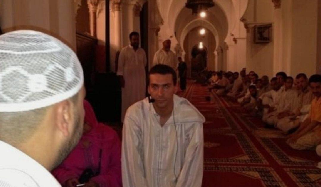 شاب فرنسي يعلن إسلامه بمسجد الكتبية مراكش