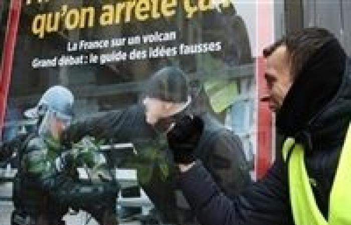الحكم بالسجن عاما لملاكم ضرب شرطيين