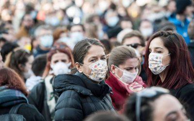 مواطنون يسارعون إلى إقتناء الأقنعة الطبية الواقية بعد خبر إصابة عدد من المواطنين بفيروس H1N1