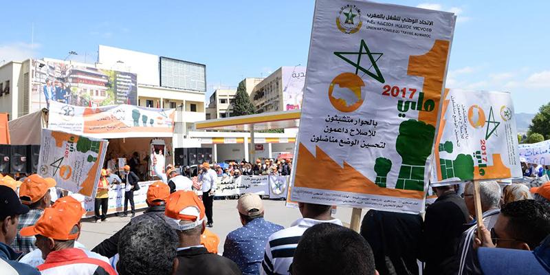 """الدحموني: إقدام وزارة """"فهري"""" على إستدعاء نقابة لها رصيد 00 مقعد ضرب للمنهجية الديمقراطية"""