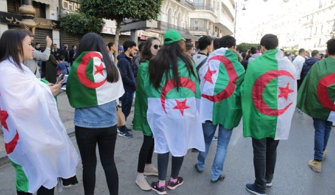 الجزائريون يطالبون مجددا برحيل رموز النظام الحاكم في البلاد