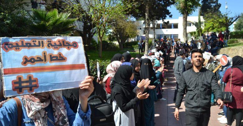 بعد الأساتذة..طلاب الجامعات يقاطعون الدراسة ويحتجون ضد ضرب مجانية التعليم