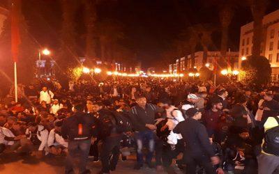 مسيرة ليلية للأساتذة المتعاقدين أمام مقر البرلمان بالرباط