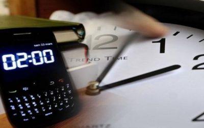 زيادة ساعة بالخطأ في الهواتف المحمولة تربك المغاربة