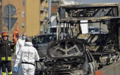 إنقاذ 51 طالبا كاد سائق حافلتهم يحرقهم أحياء بإيطاليا