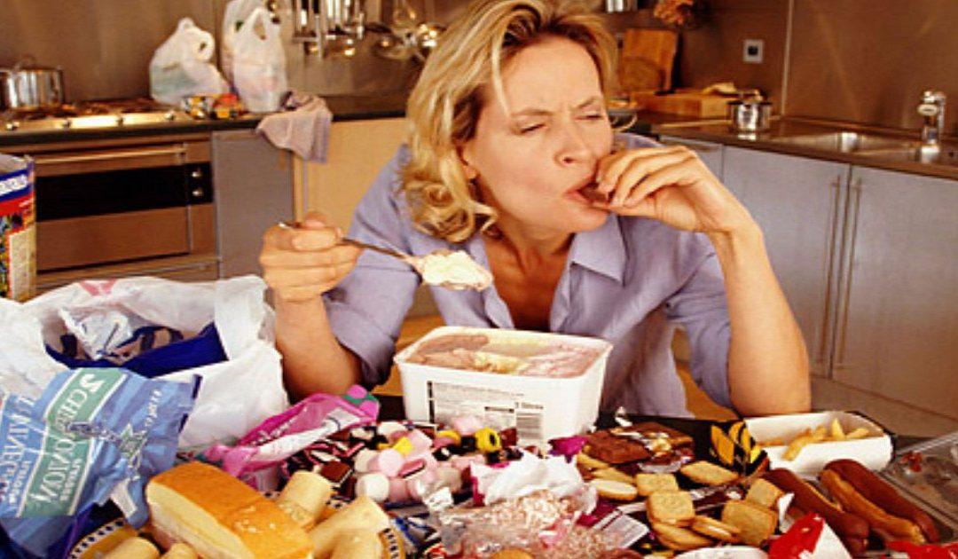 """بسبب تناول الطعام بسرعة.. """"صحتك في خطر"""""""
