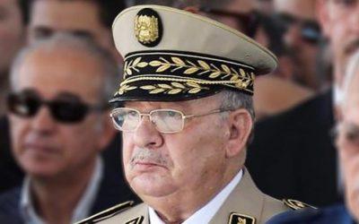الجيش يدعو الجزائريين لوضع اليد في اليد والتحلي باليقضة ضد المخططات الخبيثة