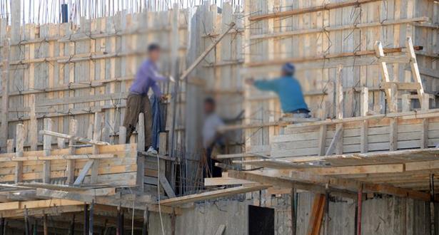 الأعمال الشاقة في رمضان..عمال يتحملون الحرارة والتعب لتوفير لقمة العيش