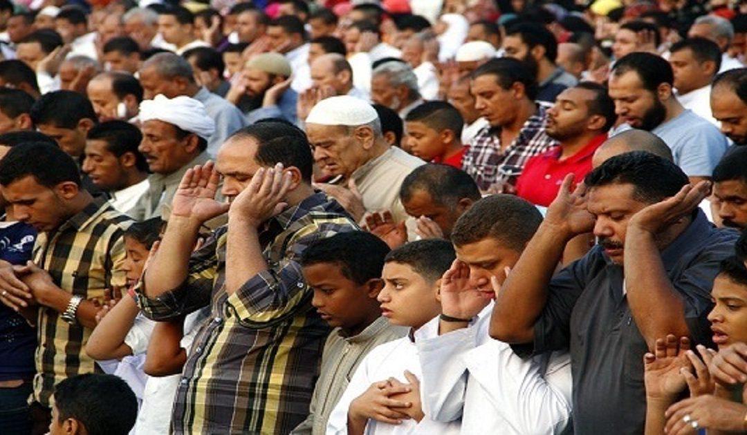 مصر تمنع الإطالة في صلاة التراويح وتحدد عدد الركعات