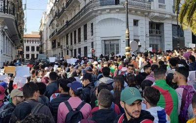 46 منظمة جزائرية تدعو الجيش لفتح حوار لتجاوز الأزمة