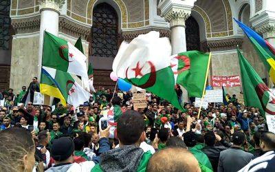 مئات الجزائريين يخرجون مجددا في مسيرة رافضة لإجراء الإنتخابات الرئاسية القادمة