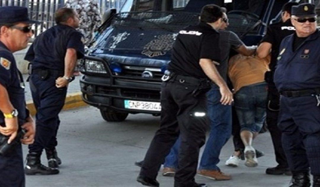 """شخص يقدم على تشويه مغربي بواسطة """"الماء القاطع"""" بإسبانيا"""