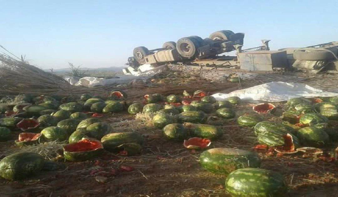 انقلاب شاحنة محملة بالبطيخ الأحمر بمراكش