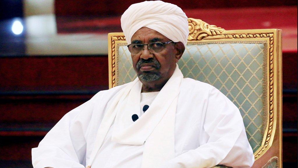 التحقيق مع الرئيس السوداني المخلوع بتهم تتعلق بالفساد وتمويل الإرهاب