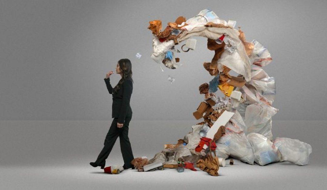 """دراسة: الإنسان يبتلع 250 غرامًا من """"البلاستيك"""" سنويًا"""