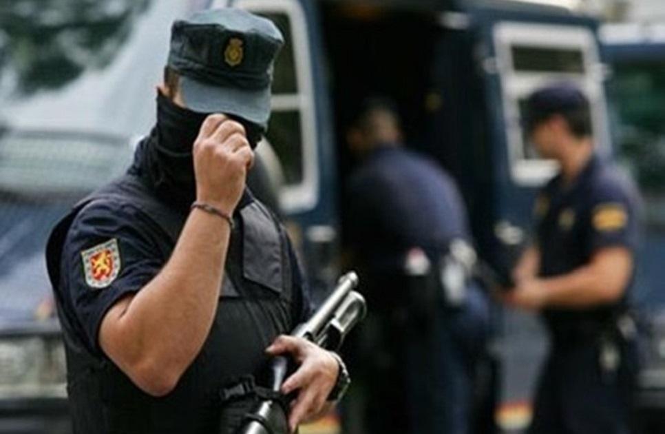 السلطات الاسبانية توقف مايفوق  40 مهاجرا مغربيا بسبب التورط في أعمال عنف بميناء سبتة