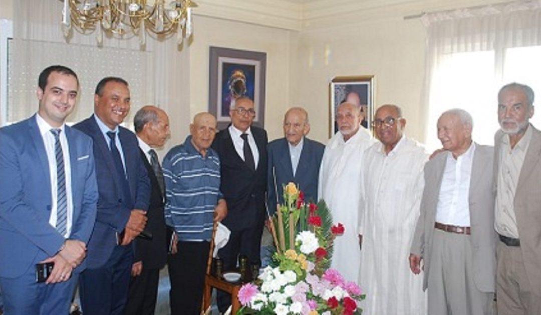 وفد من قدماء المقاومين وأعضاء جيش التحرير يزور عبد الرحمان اليوسفي بمنزله