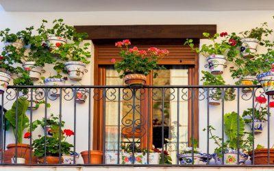 أفكار لتزيين الشرفة وتحويلها لحديقة صغيرة