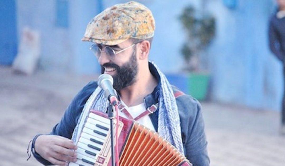 """حميد الحضري أول فنان عربي وإفريقي يغني في معقل برشلونة """"الكامب نو"""""""