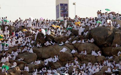ضيوف الرحمن يحتشدون على صعيد عرفات لأداء ركن الحج الأعظم