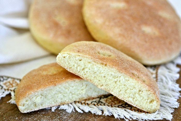 نفاد الخبز عن المحلات بالعيون وأصحاب العربات يرفعون ثمنه للضعف