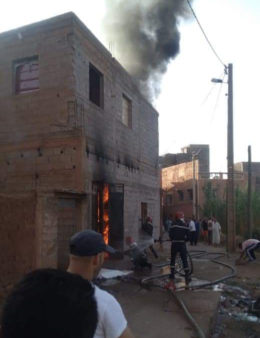 اندلاع حريق مهول داخل محل لخياطة الافرشة بالحوز + صور
