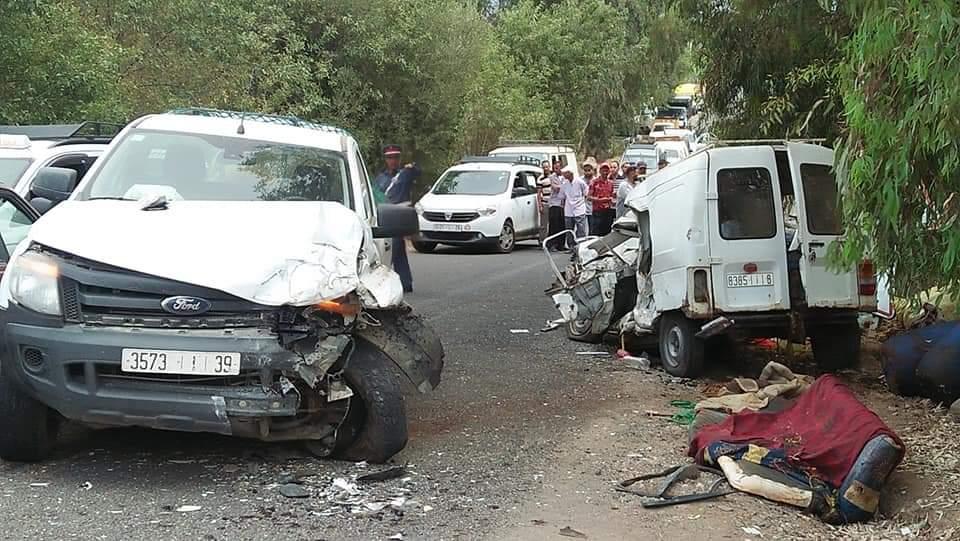 خطير.. اصطدام 4 سيارت دفعة واحدة في حادثة سير مروعة بين تحناوت و أوريكة