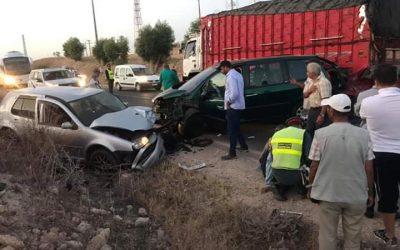 اصابة 3 أشخاص في حادثة سير مروعة