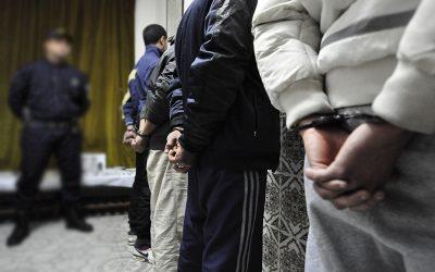 إعتقال 4 أشخاص بعد تصوير شريط فيديو مفبرك يتضمن جرائم وهمية