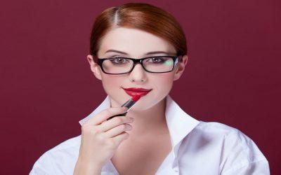 لمستخدمات النظارات الطبية…طرق تطبيق الماكياج للحصول على طلة مثالية