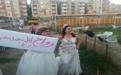 """صور """"زواج أول بنتين في مصر"""" تثير ضجة عارمة"""