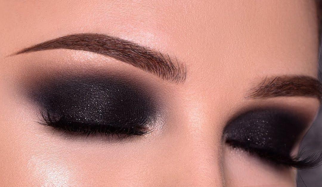 تقنيات تطبيق ماكياج عيون سموكي بلمسة شرقية