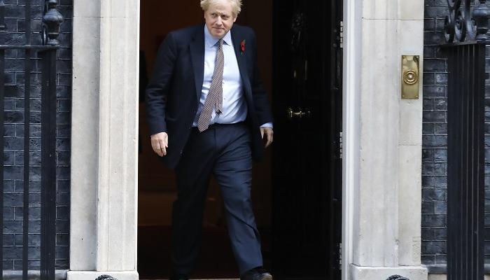 """إستقالة وزير الدولة البريطاني """"كيرنز"""""""