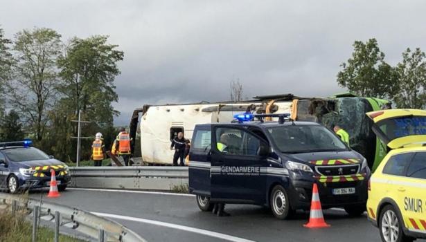 اصابة 33 شخصا في انقلاب حافلة تربط بين باريس ولندن
