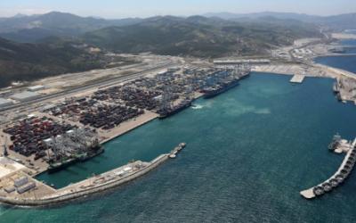 ميناء طنجة المتوسط سجل أكبر ارتفاع في مجال مؤشر الربط خلال العقد الأول منذ تشغليه