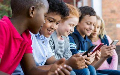 تحذير..وسائل التواصل الاجتماعي تؤثر على أطفالكم
