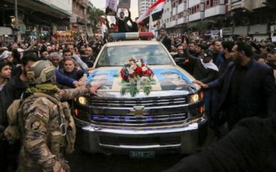 احتشاد الآلاف من المشيعين في بغداد لتوديع سليماني والمهندس إلى مثواهما الأخير