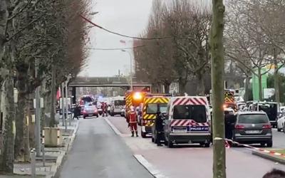 مصرع شخص وإصابة آخرين في هجوم بالسلاح الأبيض قرب باريس