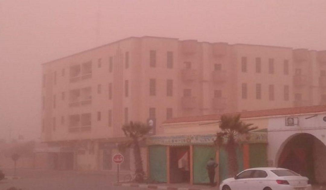 بعد إلغاء العديد من الرحلات الجوية إستمرار الزوابع الرملية جنوب المغرب