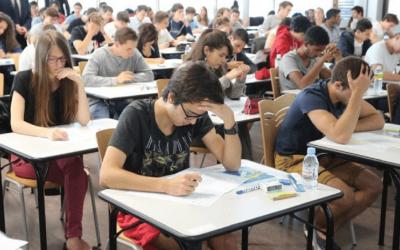 """تفشي وباء """"كورونا"""" في فرنسا يدفع الحكومة إلى إلغاء امتحانات البكالوريا"""