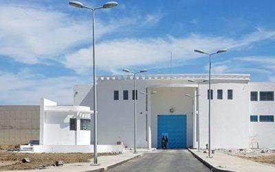 """إدارة السجن المحلي بطنجة تكشف حقيقة وفاة أحد السجناء بـ """"كورونا"""""""