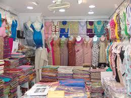 تحقيق  / تجار الملابس والحلويات بالاقاليم الجنوبية استقبال العيد بقلق وتراكم للديون
