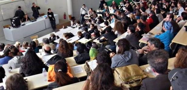 """في زمن """"كورونا""""..طلبة مغاربة خائفون على مستقبلهم الدراسي"""