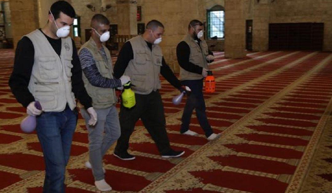 وزارة الأوقاف والشؤون الإسلامية توضح حقيقة توفير محسنين لمعدات قياس الحرارة والتعقيم بالمساجد