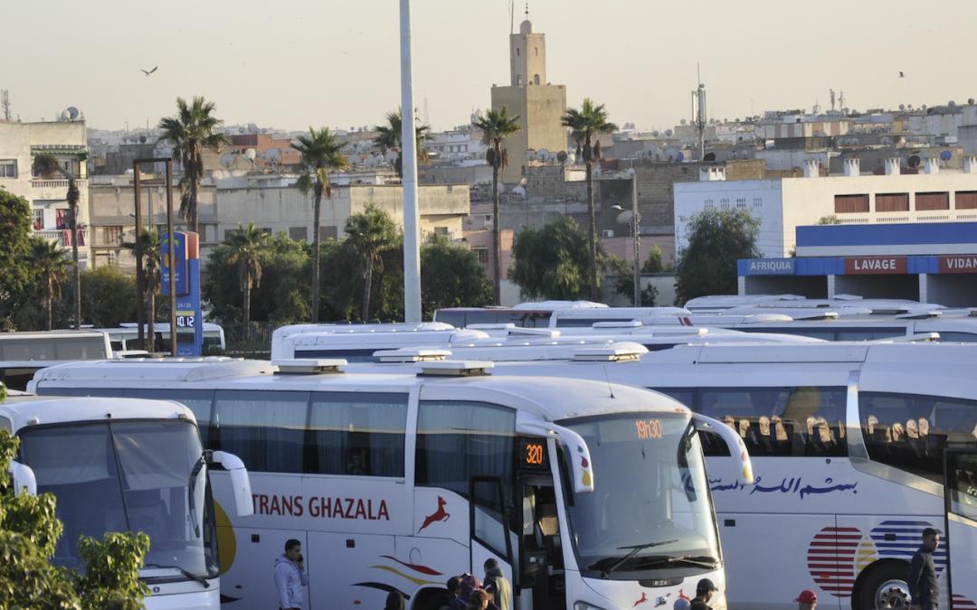 أزمة النقل في زمن كورونا..قطاع يحتضر ومواطن تائه بحثا عن تذكرة العبور