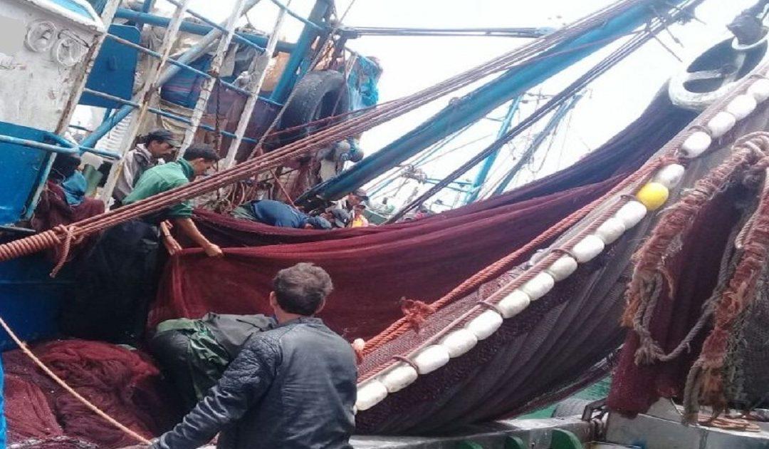 سوء الاحوال الجوية يمنع ابحار مراكب الصيد التقليدي بالداخلة
