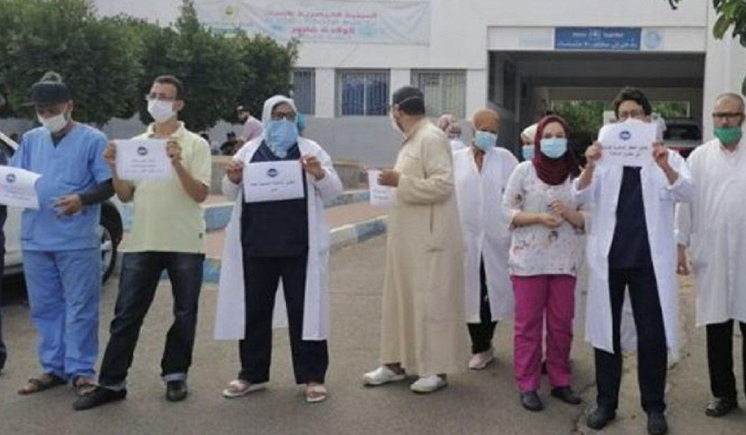 """نقابة تصف تعويضات وزارة الصحة لمهنيي القطاع بـ """"الجد هزيلة"""" وتقرر التصعيد ضد وزير الصحة"""
